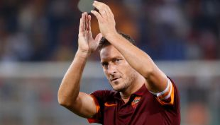 [VIDEO] Eterno capitán: El emotivo homenaje de la Roma a su ídolo Francesco Totti