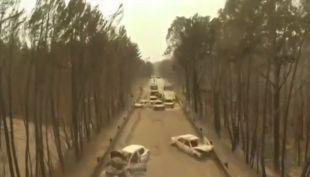 [VIDEO] Estremecedoras imágenes de un dron que muestra los autos calcinados en incendio de Portugal