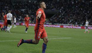 [VIDEO] Alexis Sánchez toma el relevo del Matador Salas en la selección chilena