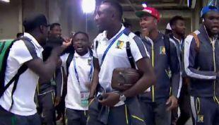 [VIDEO] Baile de futbolistas de Camerún refleja el espíritu de los Protectores del Fútbol