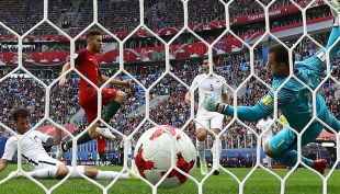 [VIDEO] El doloroso gol de Portugal para estirar la ventaja ante Nueva Zelandia