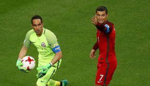 [VIDEO] La atajada gigante de Bravo y el achique que evitó el gol de Edu Vargas