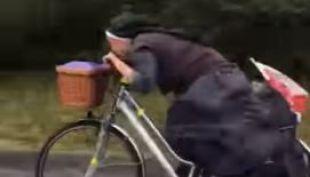 [VIDEO] Sor Bicicleta: la monja que sorprende en las redes sociales