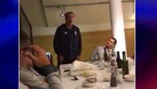 [VIDEO] Técnico Marcelo Bielsa sorprende cantando tango en el Lille