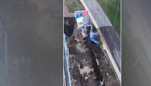 [VIDEO] Socavón deja a tres mil personas sin agua