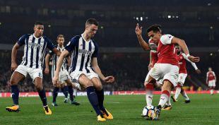 [VIDEO] Por esta jugada el técnico de West Bromwich tilda de tramposo a Alexis Sánchez