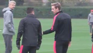 [VIDEO] Medio italiano apunta a supuesto desaire de Alexis a Arsene Wenger