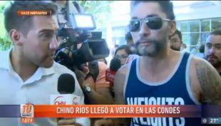 [VIDEO] Un impertérrito Chino Ríos llega a votar en colegio de Las Condes