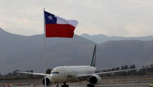 Avión papal llega a Chile