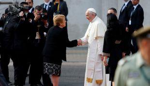 Bachelet recibe al Papa y enfatiza: Lo avanzado debe ser sostenido y defendido