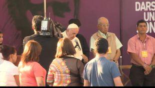 [VIDEO] Papa Francisco probó la sopaipilla chilena: Tienen muy buen olor