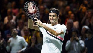 """[VIDEO] La eterna emoción del """"viejo"""" Roger: Federer celebra su histórico N°1"""