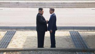 [VIDEO] El apretón de manos que dio inicio a la histórica cumbre entre las dos Coreas