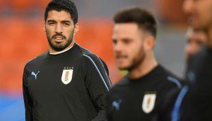 [VIDEO] Suárez aprovecha grosero error de portero de Arabia Saudita y anota para Uruguay