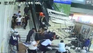 [VIDEO] Al menos 9 heridos tras colapso de estructura en centro turístico de China