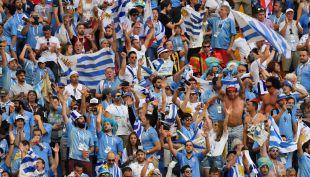 [VIDEO] ¿Va por la Celeste?: El chileno que llegó al partido de Uruguay contra Arabia Saudita