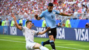 [VIDEO] El golazo de tiro libre de Suárez que abrió la cuenta para Uruguay ante Rusia