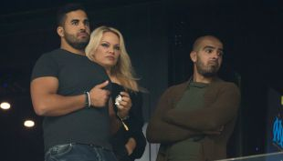 """[VIDEO] Jugador """"cábala"""" de Francia campeón se casará con Pamela Anderson"""