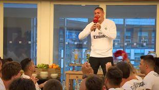 """[VIDEO] Nicolás """"Daddy Yankee"""" Castillo: Delantero chileno se luce cantando en bienvenida de Benfica"""
