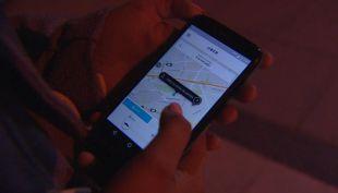 [VIDEO] La peligrosa guerra entre taxistas y Uber
