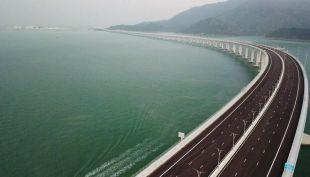 [VIDEO] Así es el puente marítimo más largo del mundo
