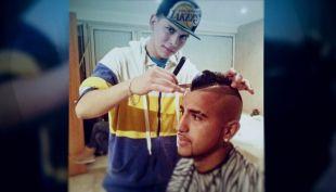 [VIDEO] #CómoLoHizo: De tijeras prestadas a imperio de barbería