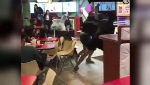 [VIDEO] Violenta pelea en restaurante