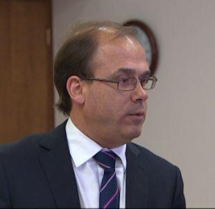 Ministro Undurraga critica programa de Piñera por ofrecer obras iniciadas en actual gobierno