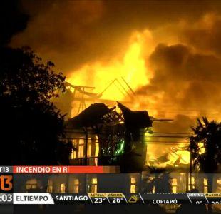 [T13 Tarde] Incendio destruyó por completo emblemática Casa Furniel en Río Bueno