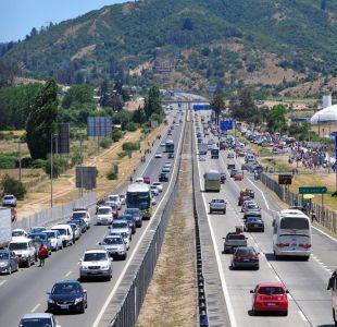 [T13 Tarde] Autoridades prevén retorno de 270 mil vehículos entre hoy y mañana