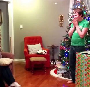 [VIDEO] El inesperado regalo de Navidad que emocionó a la madre de un soldado
