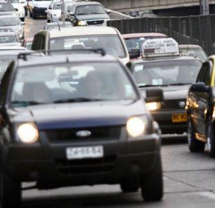 Aprobación de examen teórico para conducir cae a la mitad en últimos dos años
