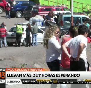 Recambio de turistas: Marcado por largas filas en pasos fronterizos