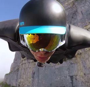 [VIDEO] Hombre pájaro registra majestuosa caída en montañas de Suiza