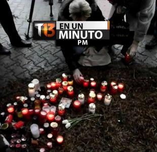 [VIDEO] #T13enunminuto: decenas rinden homenaje a víctimas del tiroteo en República Checa