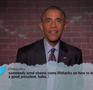 """[VIDEO] Barack Obama lee """"tweets"""" donde lo critican en el programa de Jimmy Kimmel"""
