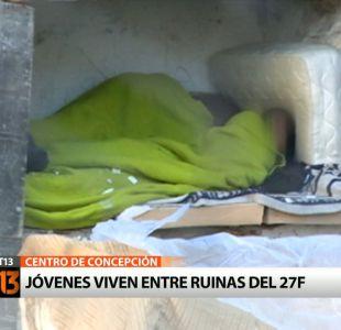 Jóvenes viven entre ruinas del 27/F en Concepción