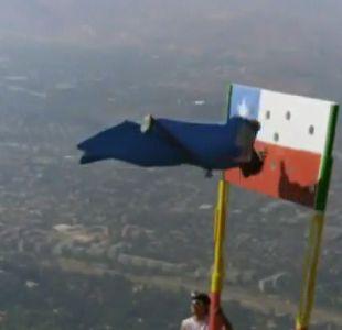 [VIDEO] La arriesgada maniobra del hombre pájaro chileno a 3 mil metros de altura