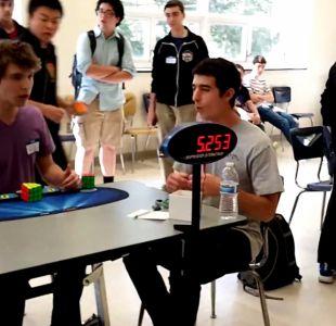 [VIDEO] ¡Nuevo récord! Adolescente resuelve cubo Rubik en 5.25 segundos