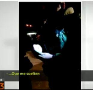 [VIDEO] Mujer intentó sobornar a Carabineros luego de que detuvieran a su madre por microtráfico