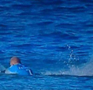 [VIDEO] Surfista salva de milagro tras ser atacado por un tiburón en plena competencia