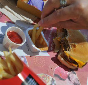 ¿Por qué en Chile los nuggets de pollo tienen casi el doble de sal que en Reino Unido?
