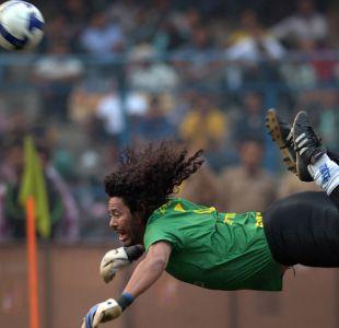 [VIDEO] René Higuita golpeó a un hincha tras ser insultado en el estadio