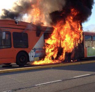 Bus del Transantiago se incendia en comuna de Lo Barnechea