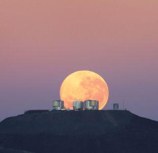 Fotografía de la luna en Cerro Paranal