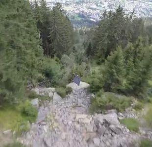 [VIDEO] Impactante vuelo de hombres pájaro mientras esquivan árboles en Francia