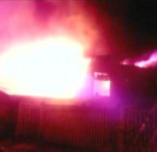 Voraz incendio consume la totalidad de una casa en Concepción
