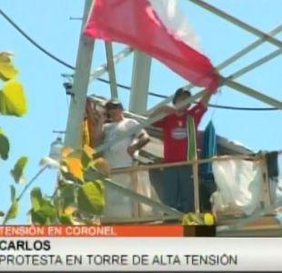 Personas protestan desde una torre de alta tensión en Coronel