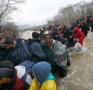Cientos de inmigrantes intentan cruzar a Macedonia