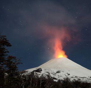 Incandescencia nocturna en el volcán Villarrica.